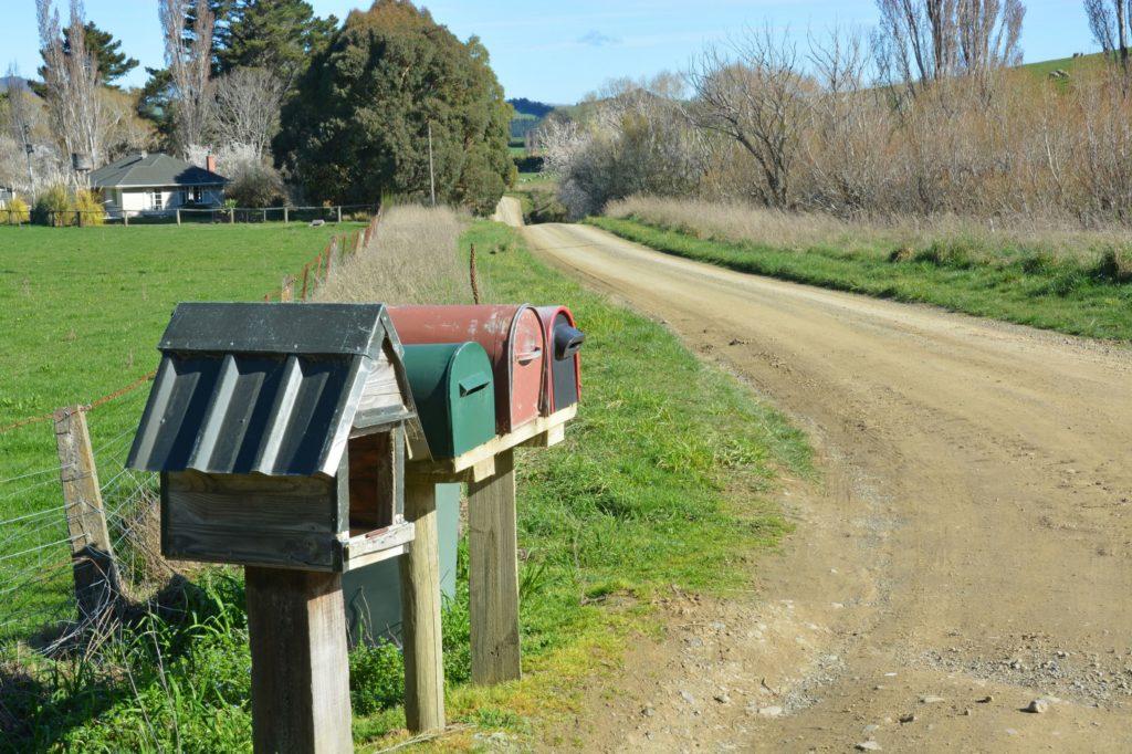 путешествие на автомобиле - Новая Зеландия, ферма, почтовые ящики