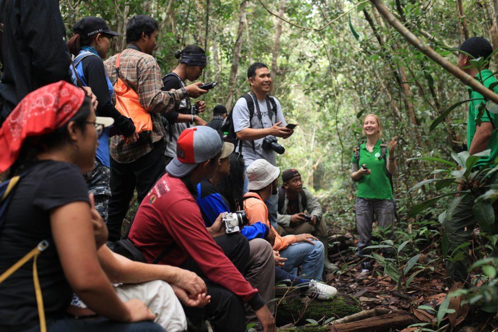 Туристы  в джунглях